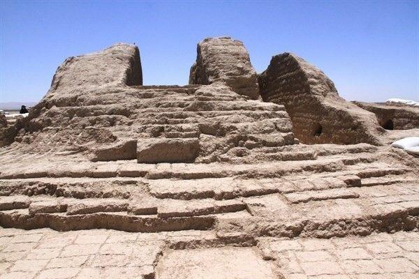 همسایگی تپه تاریخی حاجی خان با پتروشیمی ابن سینا ، یادگاری مادها در آستانه نابودی!